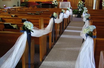 CEREMONY: PEW BOWS/DECORATIONS - creative flower weddings